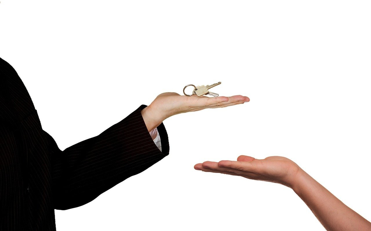 Reasons Why People Choose to Buy Homes from a Real Estate Agent