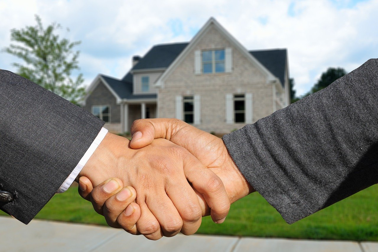 5 tips to win a bidding war on a house